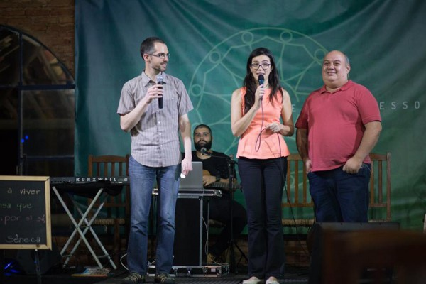 worshiping at Vitral, a church plant in Brazil